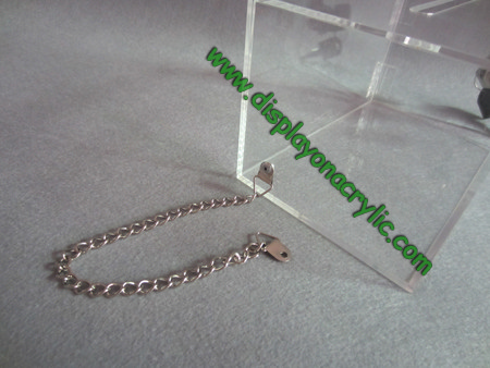acrylic donatio box with chain(1)